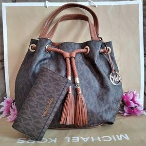 Michael kors purse bag w/ NWT Michael kors wallet